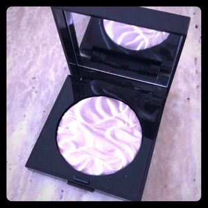 Laura Mercier face illuminator in devotion
